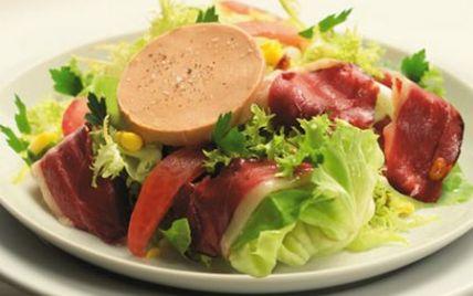 """750g vous propose la recette """"Salade gourmande au foie gras"""" publiée par Labeyrie."""