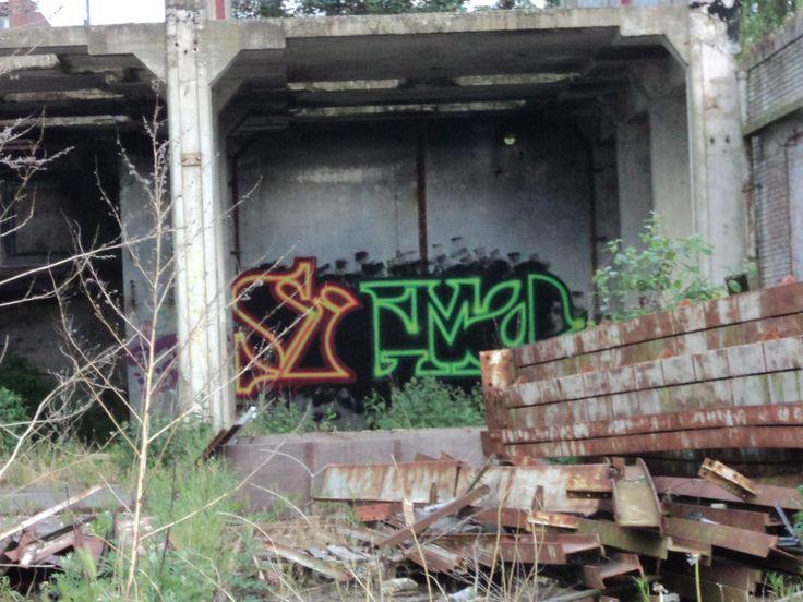 Leuk spacy lettertype (locatie ruïne van de Aankoop Centrale Groningen (ACG) aan de Friesestraatweg).