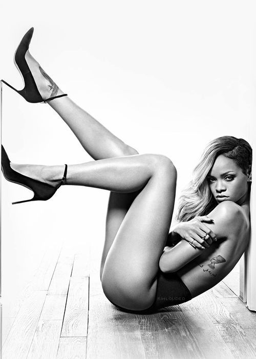 Rihanna sexy I want this whore candy thighs wrapped around my neck !!!