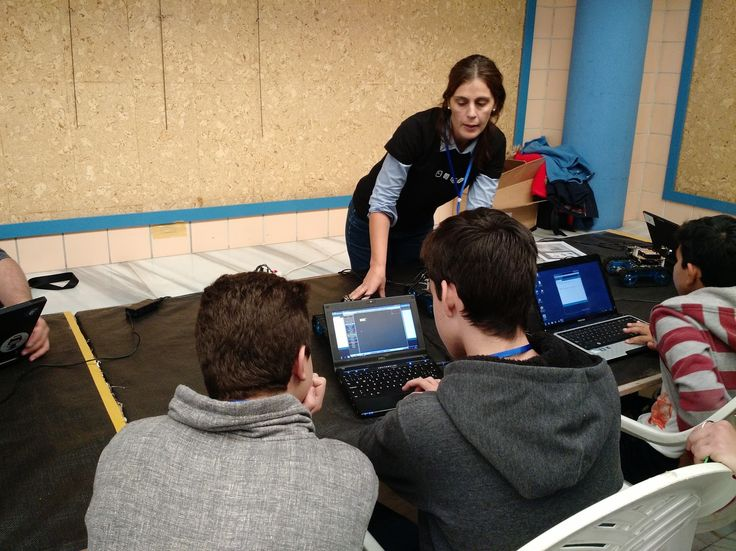 Enseñando programación y robótica en las II Jornadas de HackLab Almería (#JHAlm 2015) #GenteQueHaceCosas #MomAndGeek #Arduino