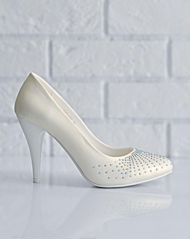Свадебные туфли: F23-D53 - http://vbelom.ru/catalog/svadebnye-tufli-f23-d53/ Стильные свадебные туфли на каблуке.  Изящные и очень красивые туфельки. Потрясающего золотистого оттенка, со стразами на мысе в виде лучиков. Ваши ножки просто сияют красотой!