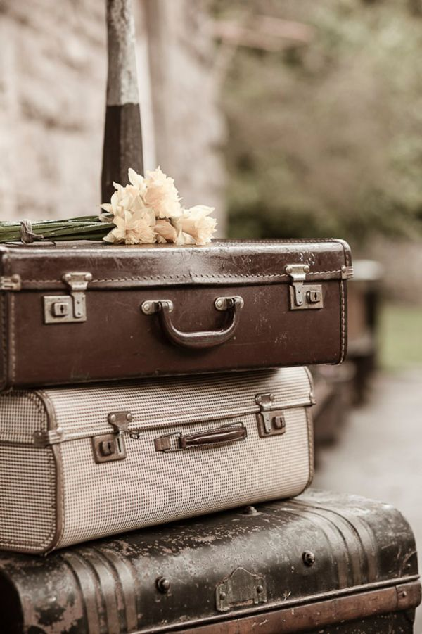 17 Best images about Vintage Luggage Decor on Pinterest | Vintage ...