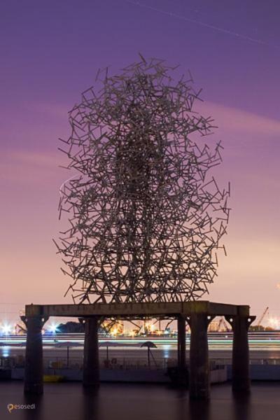 Квантовое облако – #Великобритания #Англия #Лондон (#GB_ENG) Квантовое облако - уникальная скульптурная композиция известного современного британского скульптора Энтони Гормли. http://ru.esosedi.org/GB/ENG/1000085929/kvantovoe_oblako/