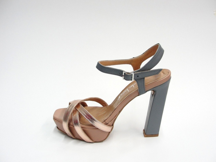 leather upper. 11,5cm heel. 2cm square front platform.