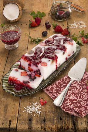 Gelatina de leite de coco com frutas vermelhas: Boa ideia de sobremesa fit e fácil de fazer