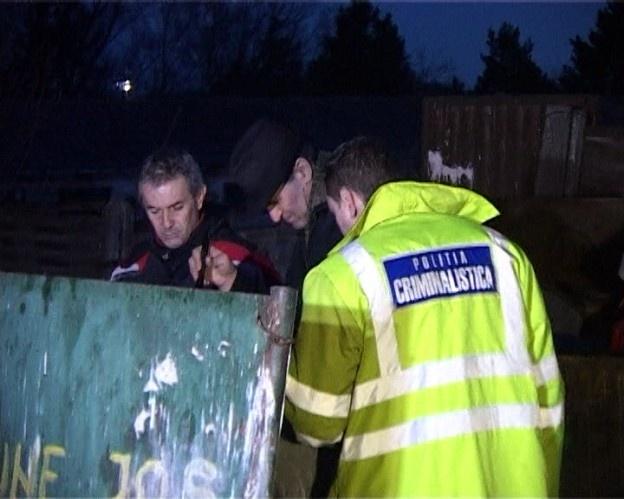 Descoperire macabră în cartierul Burdujeni al municipiului Suceava. Un bărbat a văzut printre gunoaie o mânuță care părea de păpușă, dar care s-a dovedit a fi un copil. Șocat, bărbatul a alarmat trecătorii care au sunat la 112. Veniți la fața locului, criminaliștii au constatat că era vorba despre un făt de aproximativ 5 luni.
