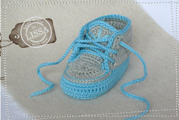 gehäkelte Baby Schühchen In Blau-Grau von LISSA auf DaWanda.com Babyschuhe, gehäkelt, Häkelschuhe, Turnschuhe, Baby, Schuh, Sneaker, Geschenk, Schühchen, Junge, blau, chucks, crochet baby shoes