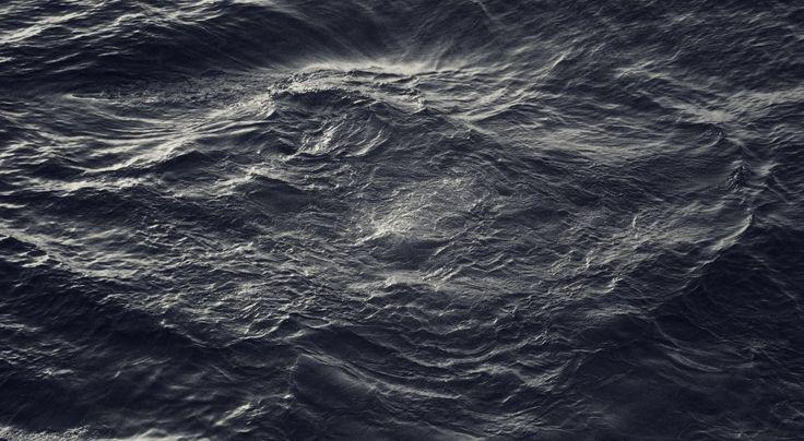 Dark Water Waves Free Wallpaper HD