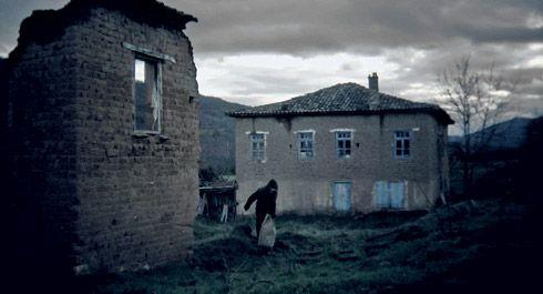 Tα γυρίσματα έγιναν σε ένα εγκαταλελειμμένο χωριό της Καστοριάς, τα Κορέστεια