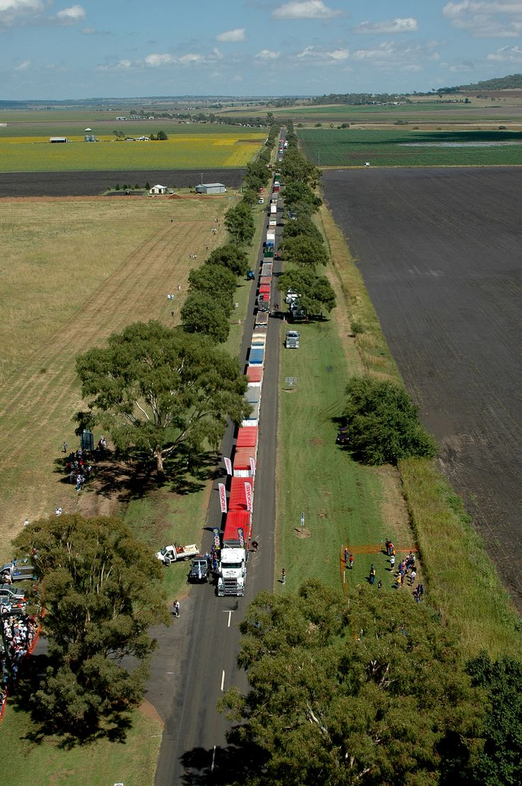 The final tally is in; John Atkinson from Brisbane used a single prime mover (truck tractor) to pull 112 trailers for 100 metres. The record road train stretched almost 1.5 kilometres (1 mile) in length. A new entry in the Guinness Book of World Records. February 18, 2006 Darling Downs town of Clifton in southern Queensland, Australia.