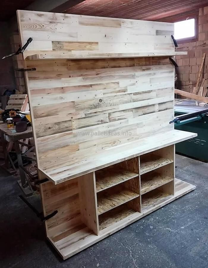 Beautifully designed this recycled wood pallet TV stand is one of its class. The overall presentation of this package will let you in the state of being engrossed. It is a wise decision to implement this re-transformed wood pallet living room furniture idea to enhance the indoor decor of your room.
