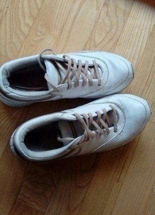 Kup mój przedmiot na #vintedpl http://www.vinted.pl/damskie-obuwie/bieganie/15978669-buty-do-biegania-sportowe-reebok-r-385-modeluja-posladki