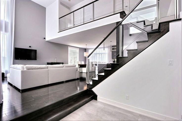 Escaliers haute-gamme: Mariage d'acier, verre et bois.