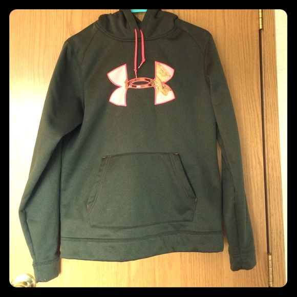Under Armour Sweater. Camo under armour sign. Dark green color: Nice and warm. Under Armour Sweaters