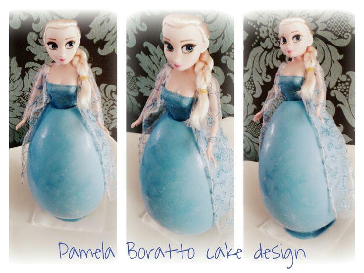 Ovo de Páscoa Elsa (Ovo de chocolate 750grs. com bombons + boneca Elsa)
