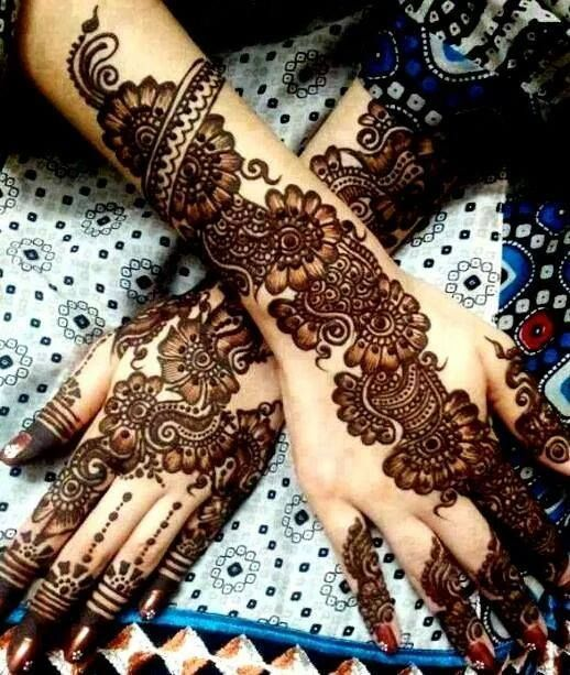 Mehndi is a major and popular part of celebrations in the South Asian subcontinent .  Here is a list of 15 evergreen Bridal Mehndi Designs Of All Times #BestIdeasaboutBridalMehndiDesigns #BeautifulPunjabiMehndiDesigns #ModernBridalMehndiDesigns #BeautifulDulhanHandsMehndiDesigns