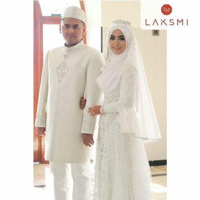 Inspirasi wedding by @kebayalaksmi . Yuk tag foto wedding mu ke akun @inspirasi.weddingsyari agar direpost oleh kami . Keep syari muslimah . #weddingsyari #weddingmuslim #muslimwedding #akadnikah #walimatulursy #walimah #walimahsyari #syariwedding #pernikahansyari #gaunpengantinsyari #pengantinhijab #pengantinmuslim #riaspengantin #riaspengantinmuslim #hijabpengantinsyari #hijabpengantin #makeup #makeuppengantinmuslim #makeupnatural #makeupakad #makeupsyari