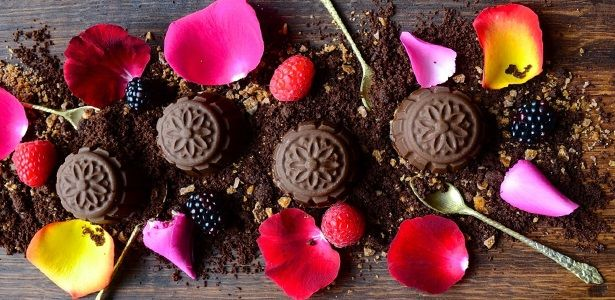 A lethal plated feast to share with 'the one'. recipes, chocolate, fruit, summer, romantic