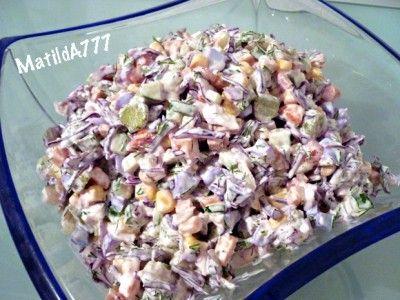Салат «Калейдоскоп» : краснокачанная капуста, перец, огурцы, карнишоны, белки, отварные окорочка, кукуруза