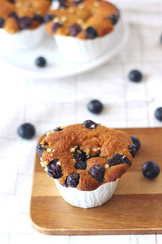 Muffins à l'amande, au son d'avoine et aux myrtilles {à IG bas} - Healthy Oat and Blueberry Muffins {Low Glycemic} The Happy Cooking Friends