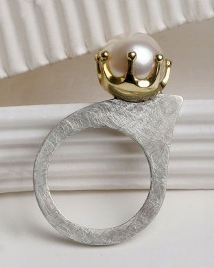 The Prinses Ring, freshwater pearl, 750 Au 925 Ag ~ Senay 'Akin