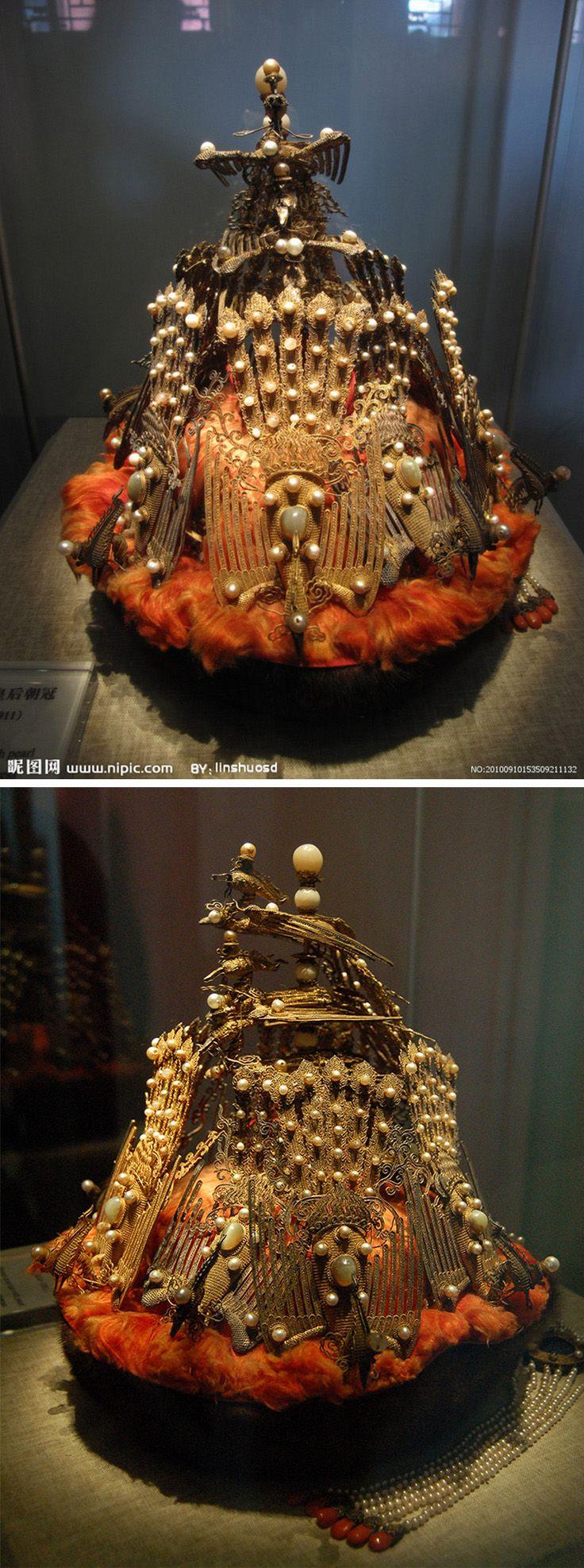 貂皮嵌珠皇后朝冠 Marten court hat with pearl inlay worn by empress 清 Qing Dynasty (1644-1911)