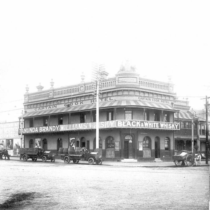 The original Captain Cook Hotel, in Sydney in 1910. Designed by Sydney-born architect John Burcham Clamp. It was destroyed by fire in 1913, the new pub was built a year later in 1914. •City of Sydney Archives•