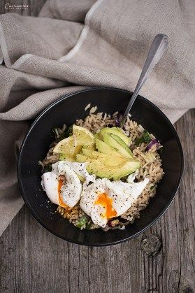 reis, rice, naturreis, brown rice, reisbowl, veggie, avocado, ei, egg, healthy, healthyfood, healthylifestyle, vegetarisch, lunch, lunchtime,
