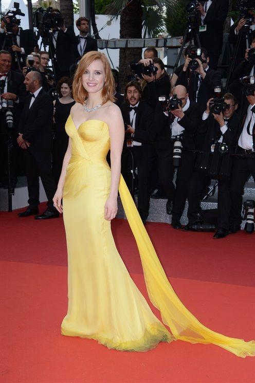 Festival di Cannes 2016: le foto del red carpet d'apertura - Vogue.it Jessic Chastain in Armani Privé