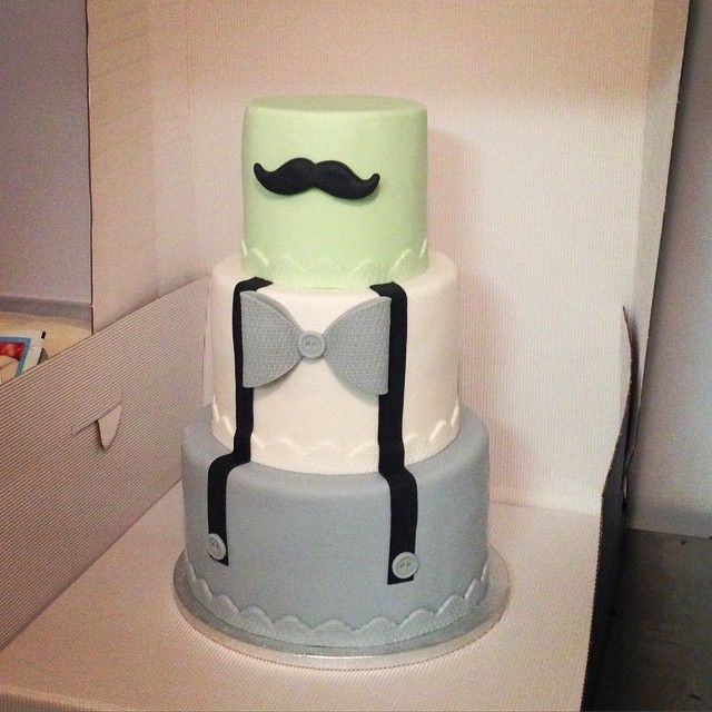 Happy 1st birthday! #gentleman #cake #baby #sugarcrafting #bakery #torta #compleanno #bambino #kids #moustache #hipster #bretelle #baffi #papillon #torte #instafood