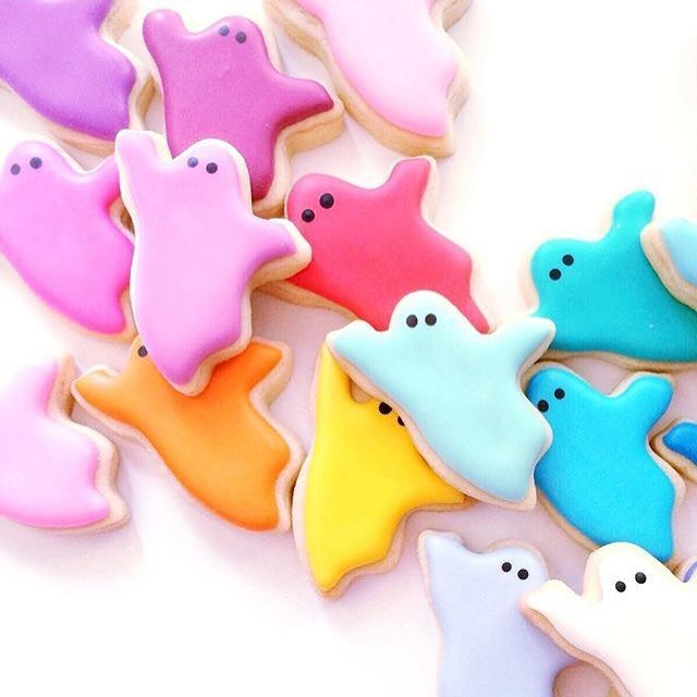 """Afternoon snack anyone?! Love these colorful ghost cookies by @hol_fox!"""""""