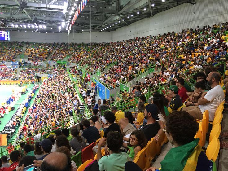 Torcida lotada na Arena do Futuro pra assistir às semifinais do handball #rio2016🇧🇷 - Photo by Carol Monroy