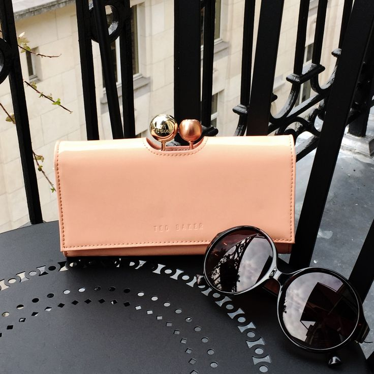 When it comes to Parisian dressing, the more accessories the better. #stockalovesparis