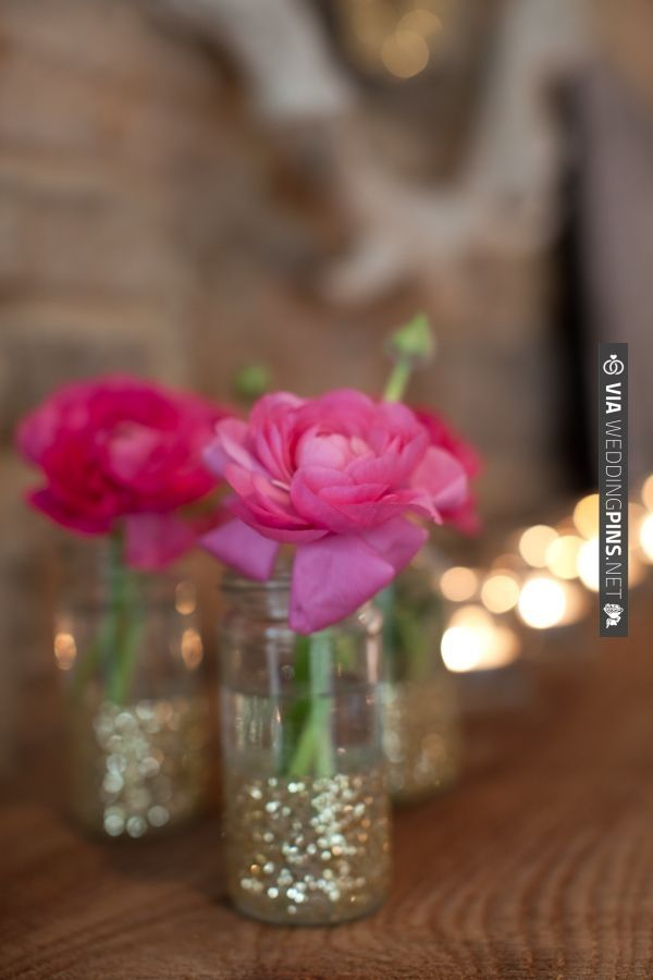 gold glitter decor ideas | VIA #WEDDINGPINS.NET