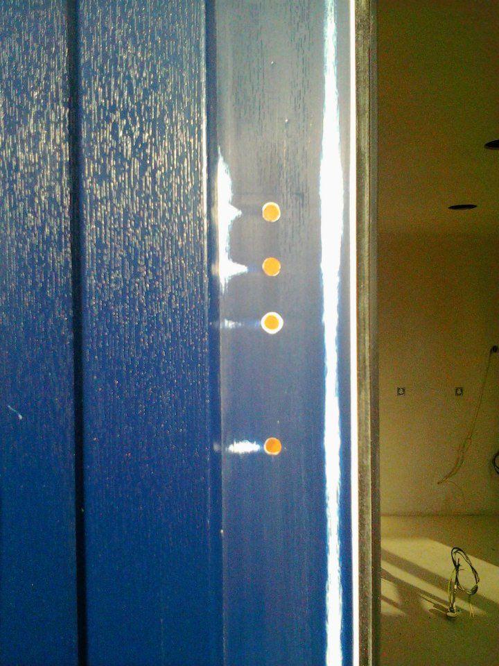Poškozená fólie RENOLIT a špatně navrtané otvory, #oprava, #dveře, #zárubně, #obložky, #repair, #Instandsetzung, #Reparatur, #okna, #fólie, #Renolit