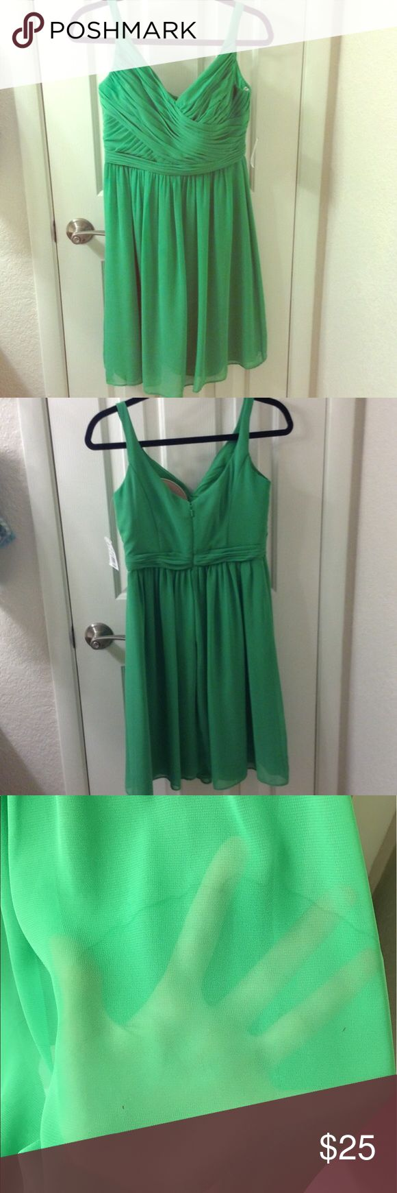 Kelly Green Dress Davids Bridal Kelly Green Dress. This dress is new with tags. Has hard water marks and staining from being in my closet (see pictures above.) stains will come out if dry cleaned. Has removable cups. Size 4. Fast shipping and bundle items together to save extra money😍 David's Bridal Dresses