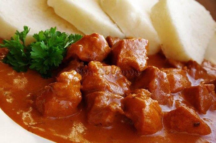 Luxusní oběd. Paprikáš je velmi oblíbený mezi chlapy. Vždyť pořádný chlap potřebuje pořádný oběd.