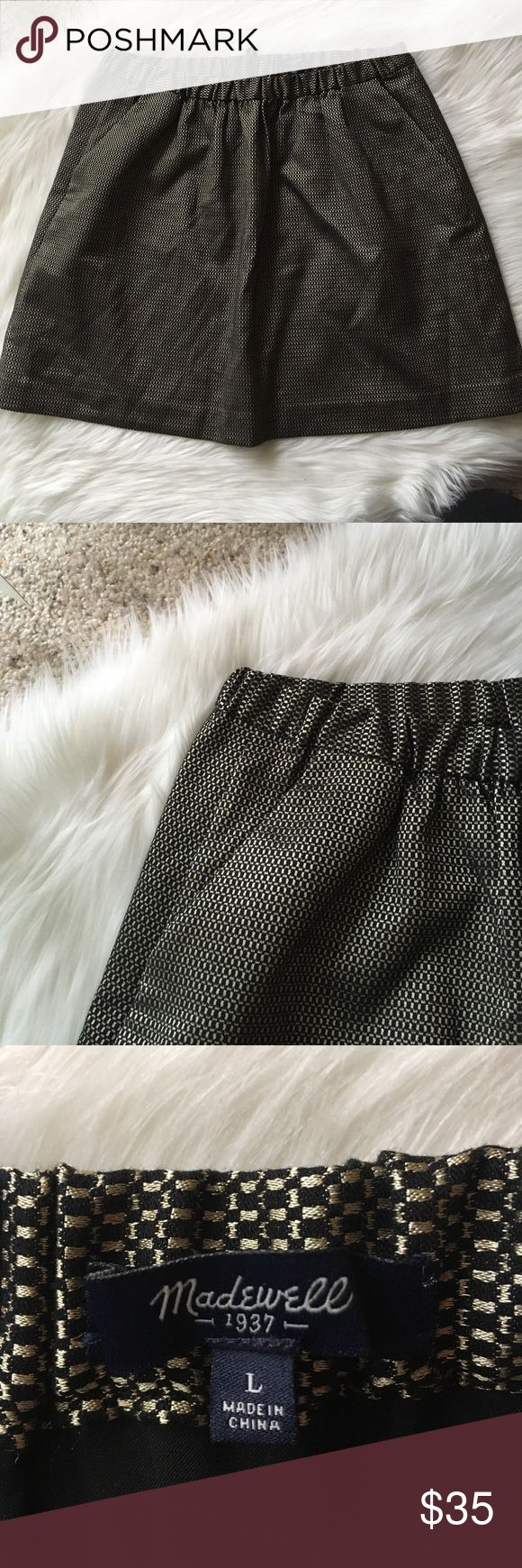 """Madewell Black and Gold Skirt w Pockets - Sz L This gorgeous shiny black and gold patterned skirt from Madewell in EUC is here just in time for the holidays! Pockets on either side, loose pleats, elastic cinched waist fit with exposed zipper in back for closure. Fully lined. See tag photo for material content. 17.5"""" long, 16"""" across waist. Questions welcome! Madewell Skirts Mini"""