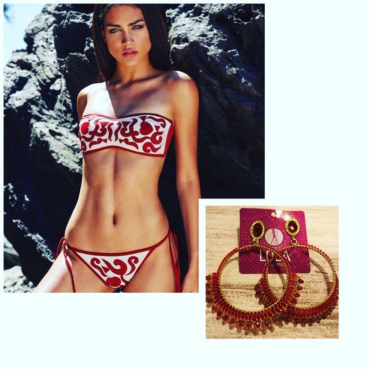 Hermosos #VestidosDeBaño combinados con #Accesorios que les dan mucho estilo y un toque #luxury a tu #outfit de #verano