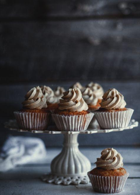 Cupcake+à+la+vanille,+glaçage+au+caramel+salé