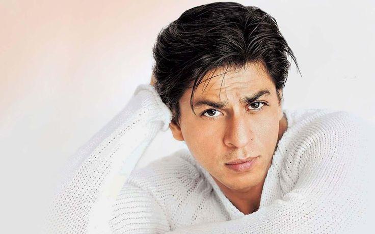 """Индийский актер Шахрукх Кхан продолжает сниматься в """"Raees"""" после операции на колене..."""