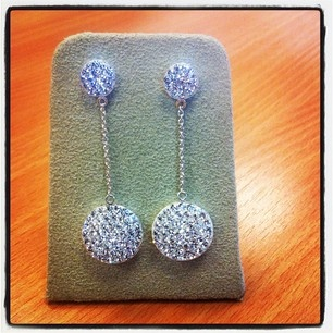 These earrings make us want to go on a fun night out !