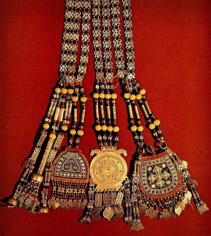 Головные украшения невесты.Середина 19в.Якутская область.Якуты