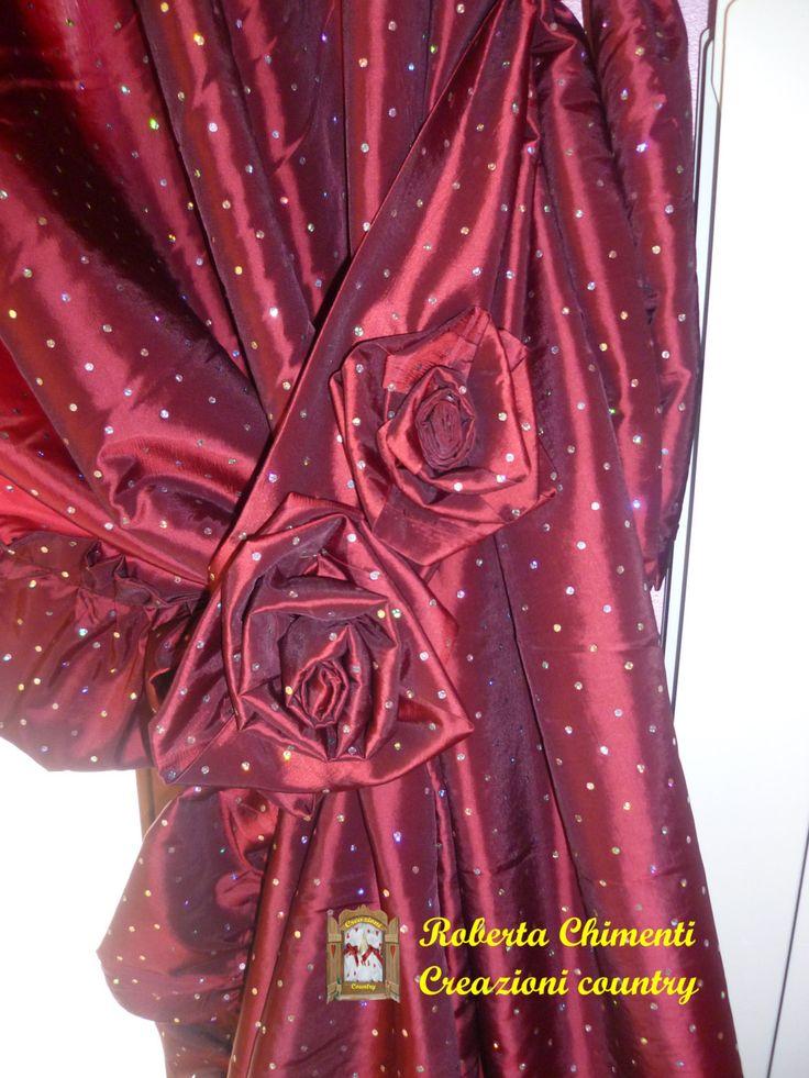 Tenda chic in taffeta rosso bordeaux con paillettes argento, gale e rose decorative di Creazionicountrychic su Etsy