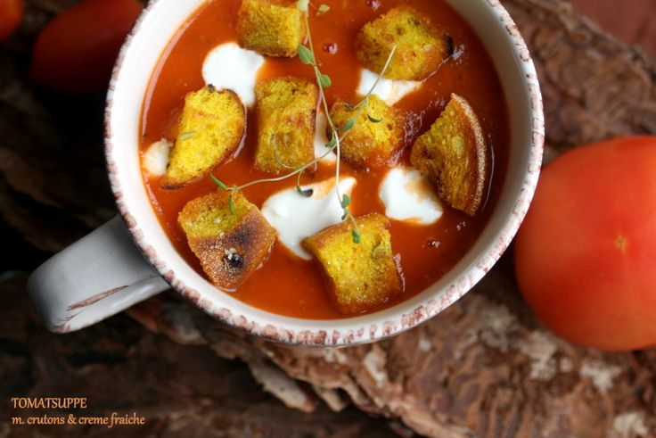 Tredje søndagi min lille suppe-føljeton og endnu et bud på vintermad lavet fra bunden, der ikke smadrer dit SU-budget. Suppen her er en klassiker der holder hele vinteren - solmodne tomater, masser af krydderier og knasende brød on the side. Jeg fik alle ingredienser til suppen hos den lok....