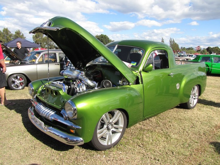 Holden Ute - This is what the old Holden Ute at Lightning Ridge looked like when it was new. Without the mags