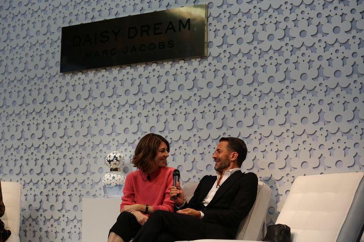 Además de ser una íntima amiga de Marc Jacobs, Sofia Coppola fue la encarga de dirigir el comercial de la última fragancia del diseñador: Daisy Dream #MarcJacobs #DaisyDream #Daisy #MJDaisyDream #Fragancias #Perfumes #Margaritas #Celestial