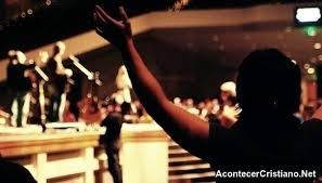 Resultado de imagen para cantos de adoración en la iglesia