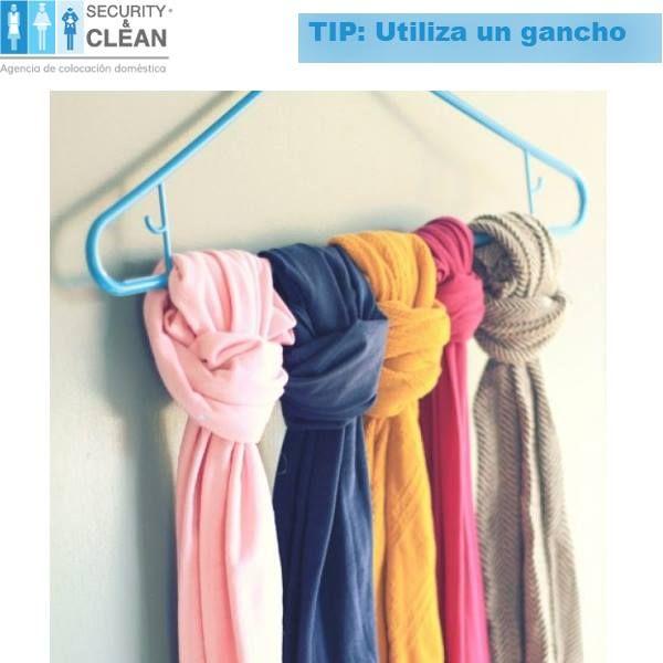 n esta temporada las bufandas y pashminas se usan bastante Puedes organizarlas fácilmente con ayuda de un gancho para ropa