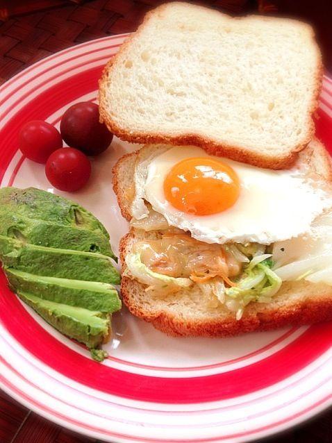 くららさんのパン焼いてさっくり美味し〜い - 47件のもぐもぐ - chinese cabbage ham cheese with fried egg sandwichとろシャキ白菜とハムチーズの目玉焼き乗せオープンサンド by honeybunnyb